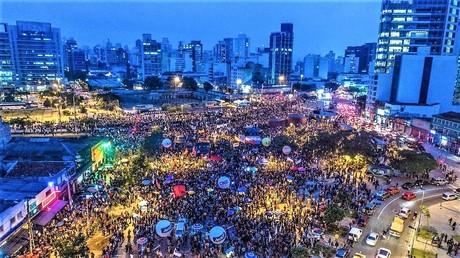 Ein Platz in Sao Paulo: Streikende