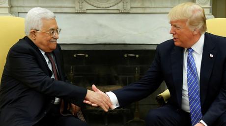Palästinenserpräsident Mahmud Abbas (L) und US-Präsident Donald Trump bei ihrem Treffen im Weißen Haus