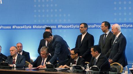 Die Delegierten in Astana während der Unterzeichnung des Schutzzonen-Abkommens