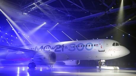 Das MC-21-300 Mittelstreckenflugzeug  bei einer Präsentation im Irkutsk-Flugzeugwerk
