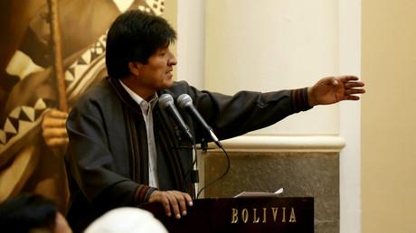 Boliviens Präsident Evo Morales während einer Rede zum 1. Mai in La Paz. Im RT-Interview spricht er sich gegen die Politik des Westens aus.