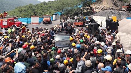 Hassan Rouhani, iranischer Präsident, besucht die Unglücksstelle in Azadshahr, Provinz Golestan; Iran, 7. Mai 2017.