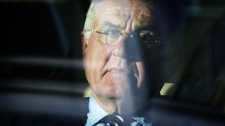 Sieht die Welt gerne vom Rücksitz einer Oberklassen-Limousine aus: Peter Hartz.