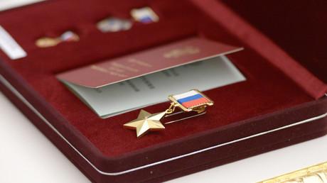 Russische Offiziere erhalten Auszeichnungen für abgewehrte Terroroffensive in Syrien