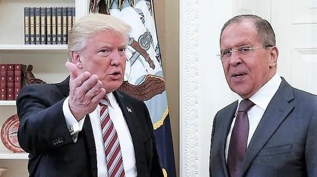 Der US-Amerikanische Präsident Donald Trump und der russische Außenminister Sergej Lawrow am 10. Mai 2017 im Weißen Haus in Washington.