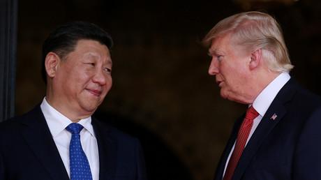 US-Präsident Trump mit seinem chinesischen Amtskollegen Xi Jinping während des Treffens in Mar-a-Lago. Inzwischen beschreibt Trump Chinas Staatschef als