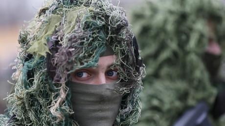 Ein Scharfschütze der ukrainischen Nationalgarde im Ausbildungszentrum, 18. März 2016.