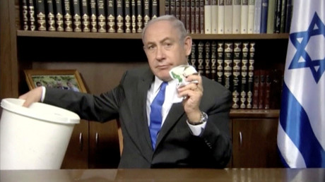 Benjamin Netanjahu zeigt was er von einem Papier der Hamas hält. Nun geht es auch den Medien im eigenen Land an den Kragen.