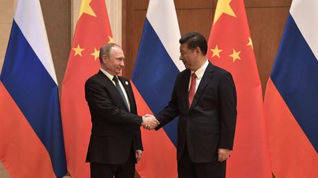 Russlands Präsident Wladimir Putin begrüßt Chinas