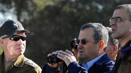 Der ehemalige israelische Verteidigungsminister Ehud Barak (rechts) neben Yoav Gallant, dem damaligen Anführer des südlichen Kommandos (links) außerhalb des Gazastreifens; 12. März 2008.