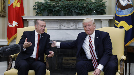 Recep Tayyip Erdogan (Links) mit US-Präsident Donald Trump im Weißen Haus  in Washington, USA, 16. Mai 2017.