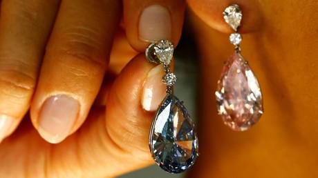 Teuerste Diamant-Ohrringe der Welt für Rekordpreis in Genf versteigert