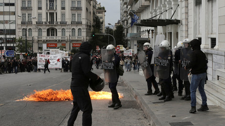 Griechische Demonstranten stoßen mit Sicherheitskräften in Athen zusammen, Griechenland, 17. Mai 2017.