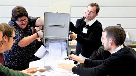 Freunde der Volksabstimmung: Stimmenzählung bei der gescheiterten Abstimmung zum schnellen Atomausstieg am 27. November 2016.