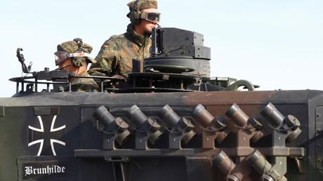 Deutsche Soldaten mit ihrem Kampfpanzer Leopard 2 nach einer NATO-Übung in Lettland, im Rahmen der  NATO Enhanced Forward Presence (Verstärkte Vornepräsenz), 17. Mai 2017.