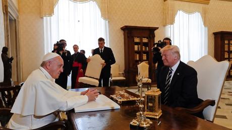 Papst Franziskus empfängt Donald Trump während einer Privataudienz im Vatikan. Während seines Wahlkampfes hatte es zwischen dem Papst und Trump einen verbalen Schlagabtausch gegeben. Vatikanstadt, 24. Mai 2017.