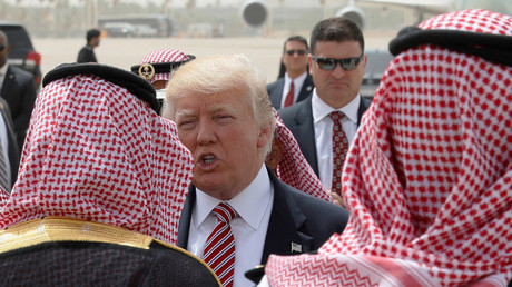 US-Präsident Donald Trump steht vor der Air Force auf dem Weg von Saudi-Arabien nach Israel am King Khalid International Airport in Riad, 22. Mai 2017.