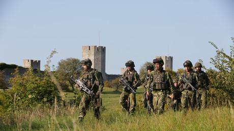 Schwedisches Militär patrouilliert außerhalb der Stadt Visby auf der Insel Gotland, 14. September 2014.