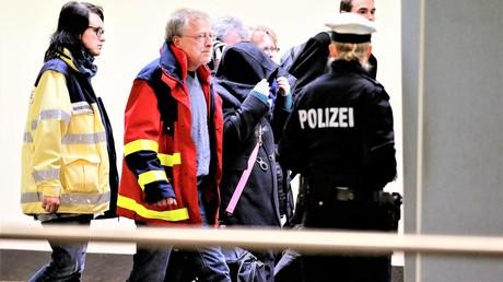Polizei bei einem Einsatz am Flughafen Düsseldorf.