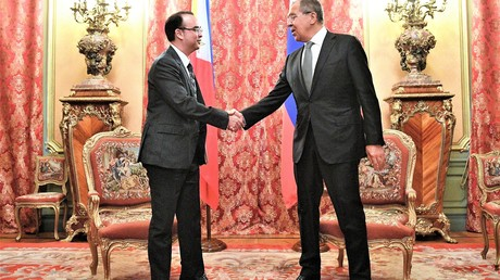 Der russische Außenminister Sergej Lawrow und sein philippinische Kollege Alan Peter Cayetano in Moskau am 25 Mai 2017.