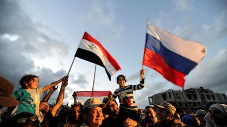 In Homs feierten die Einwohner jüngst den Abzug der letzten Aufständischen aus der Stadt. Mit dem Vormarsch der syrischen Armee wächst die Hoffnung auf Befreiung auch unter den Menschen, die in den vom