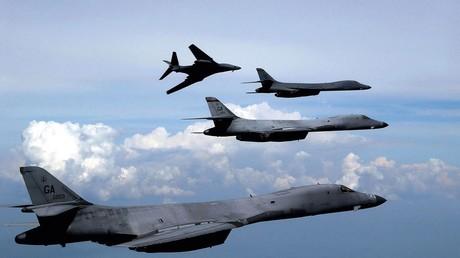 Der erste Kampfeinsatz der B-1B erfolgte 1998 während der Operation Desert Fox gegen Ziele im Irak. Insgesamt hoben die Bomber zu sechs Flügen ab, die Angriffe galten Kasernen der Republikanischen Garde.