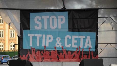 Es gibt erheblichen Widerstand unter der Bevölkerung der EU-Staaten gegen das Freihandelsabkommen TTIP.