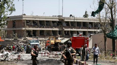 Die deutsche Botschaft in Kabul wurde durch die Explosion schwer beschädigt. Ein afghanischer Sicherheitsbeamter soll getötet worden sein.