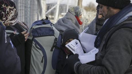 Bundesinnenminister De Maizière kündigt Überprüfung von zehntausenden Asylentscheiden an (Illustration)