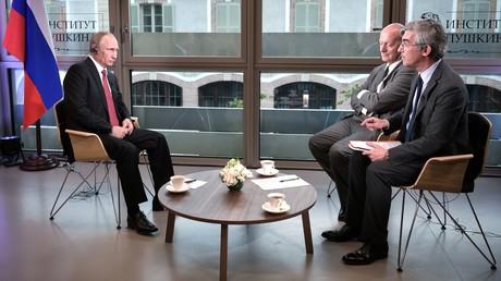 Wladimir Putin im Interview mit Le Figaro
