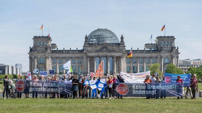 Autobahn-Privatisierung: Bundestag stimmt heute im Schnellverfahren über Grundgesetzänderung ab