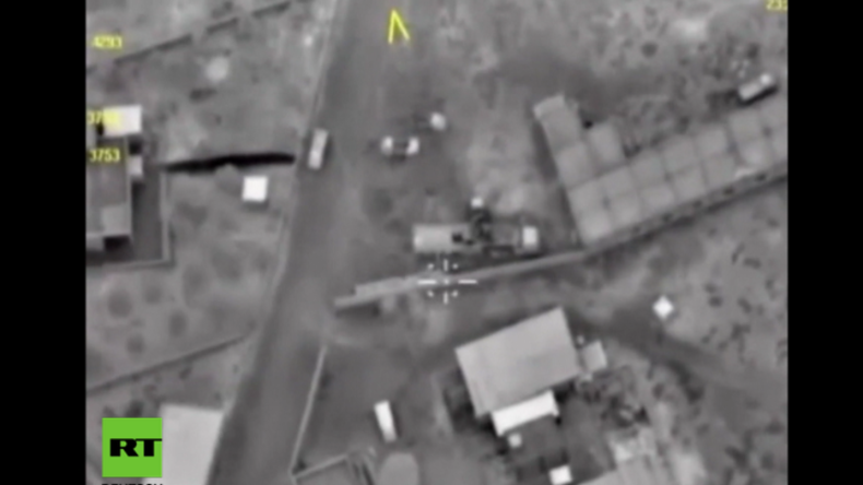 Syrien: Russische Luftwaffe vernichtet IS-Konvoi aus Rakka