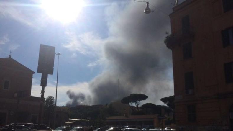 Großbrand in Autolager in der Nähe des Vatikans löst Panik in sozialen Netzwerken aus (VIDEOS)