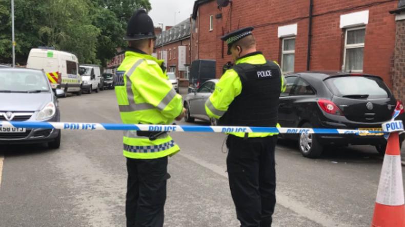 Polizei in Manchester untersucht verdächtiges Auto