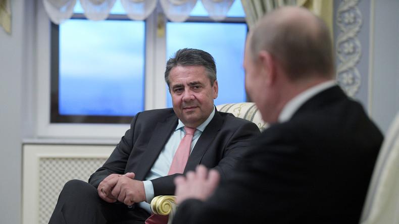 Wladimir Putin diniert mit Sigmar Gabriel und Gerhard Schröder in Petersburger Residenz