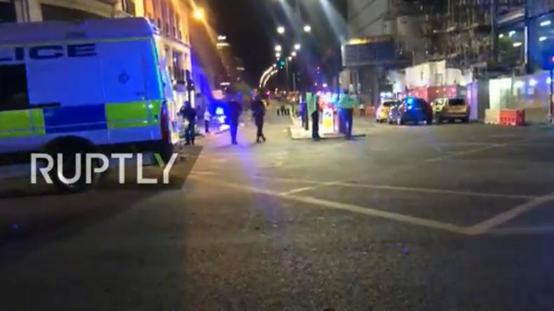 Live aus London: Transporter rast in Menschenmenge - Berichte über Messerattacke, Verletzte und Tote