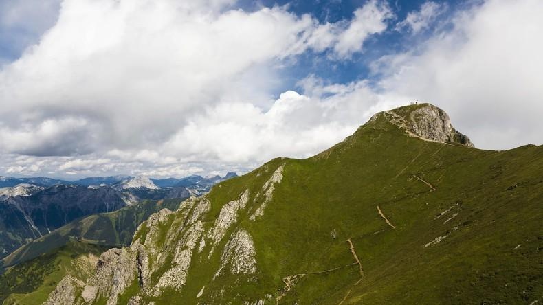 Bergdrama in Österreich: Retter stürzt bei Bergung in den Tod