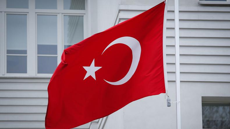 Menschen auf der Liste: Türkei droht Geflohenen mit Ausbürgerung