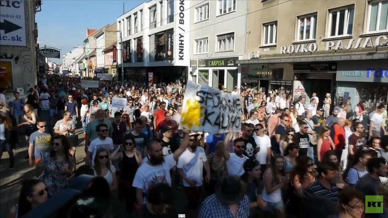 """""""Weniger Privilegien, mehr Demokratie"""" - Tausende protestieren in Bratislava gegen Korruption"""