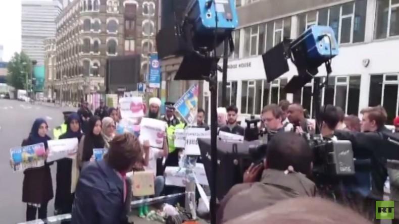 London: CNN fordert Demonstranten auf, sich auf Anti-IS-Demonstration kamerawirksam aufzustellen