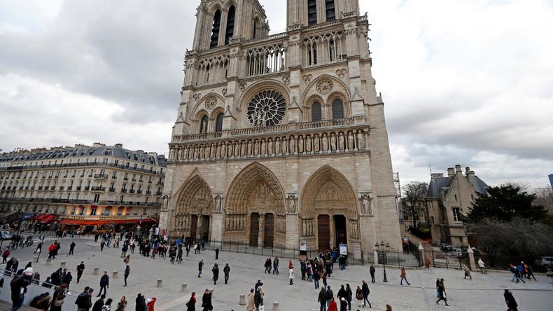 """""""Das ist für Syrien"""" - Angriff mit Hammer auf Polizist vor Notre-Dame de Paris"""