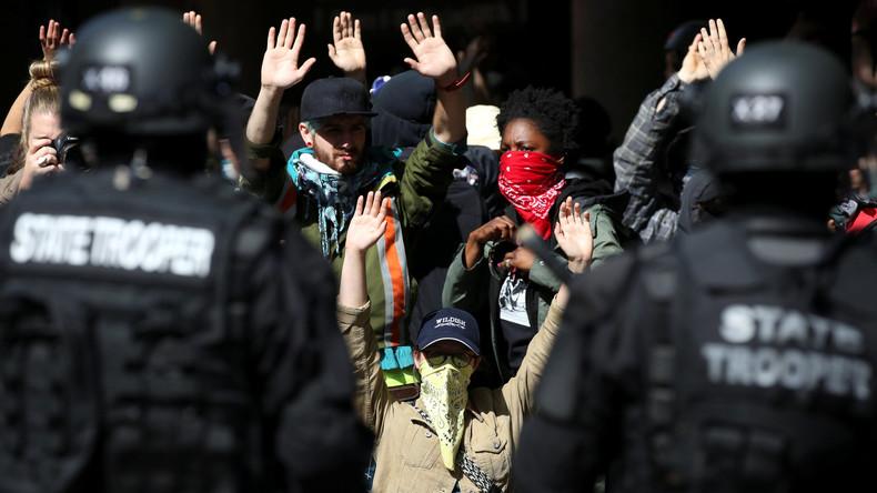 """USA: Konfrontation zwischen Antifa und """"Alt-Right"""" spitzt sich zu"""