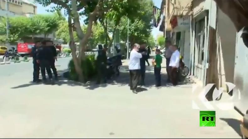 Videos: Schüsse, Explosion und Geiselnahme im iranischen Parlament - mehrere Tote und Verletzte