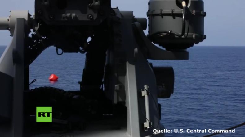 """Schießübung auf hoher See: Soldaten der 5. US-Flotte eröffnen Feuer auf """"Killer-Tomate"""""""