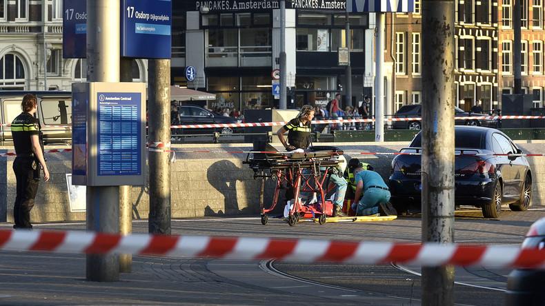 Auto verletzt acht Menschen vor Amsterdamer Hauptbahnhof