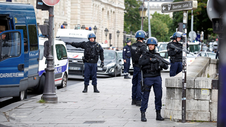 Französische Behörden ermitteln gegen drei Verdächtige nach Champs-Élysées-Anschlag