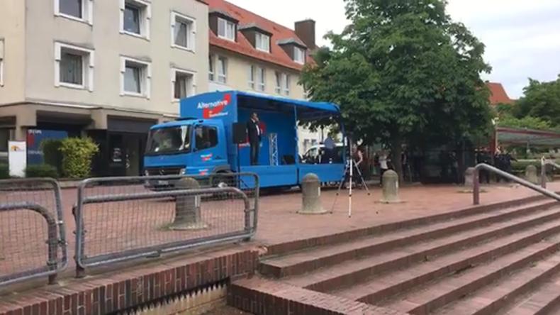 Osnabrück: Kalter Empfang für AfD - Polizei muss nach Eierwürfen eingreifen