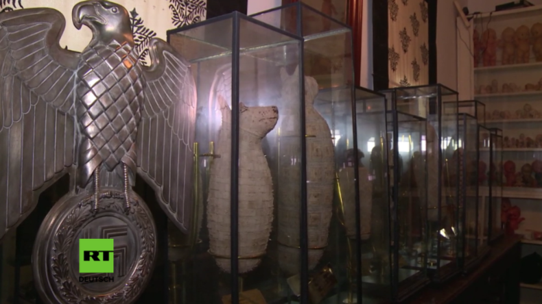 """Buenos Aires: Polizei entdeckt hinter """"falscher Wand"""" riesige Sammlung an Artefakten"""