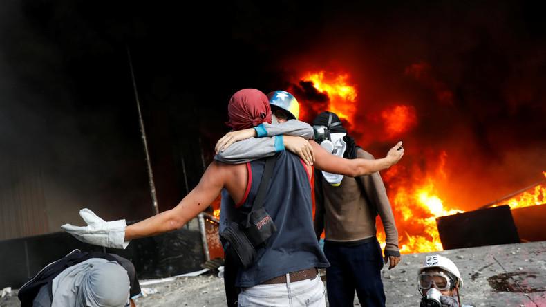 Protestler zünden Gebäude des Obersten Gerichtshofs in Caracas an