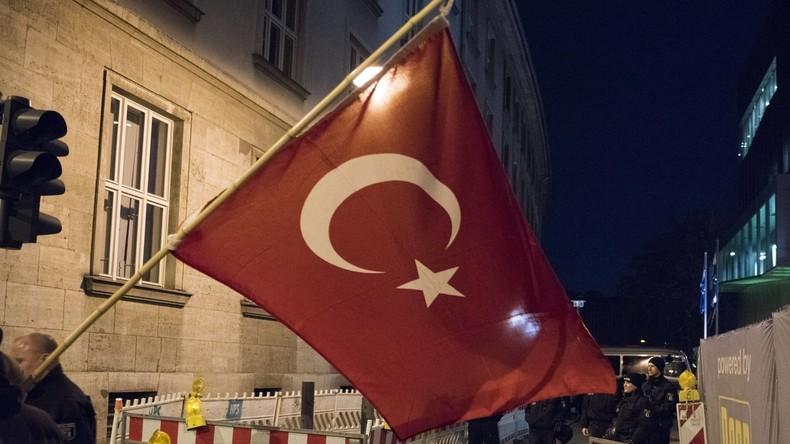 Menschenrechtsbeauftragte: Türkei muss Entlassungen von Beamten prüfen